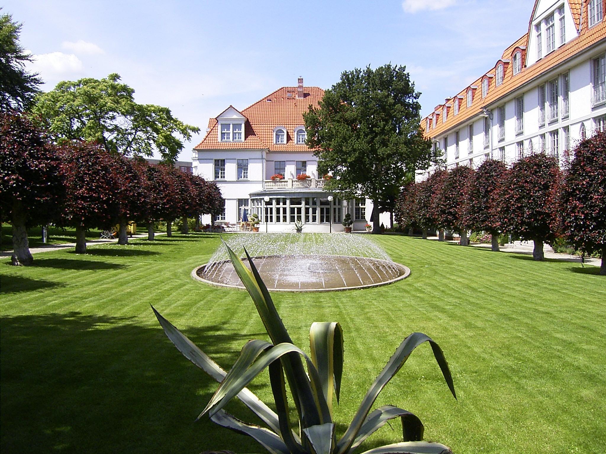 hotel-villa-heine-parkansicht-mit-brunnen